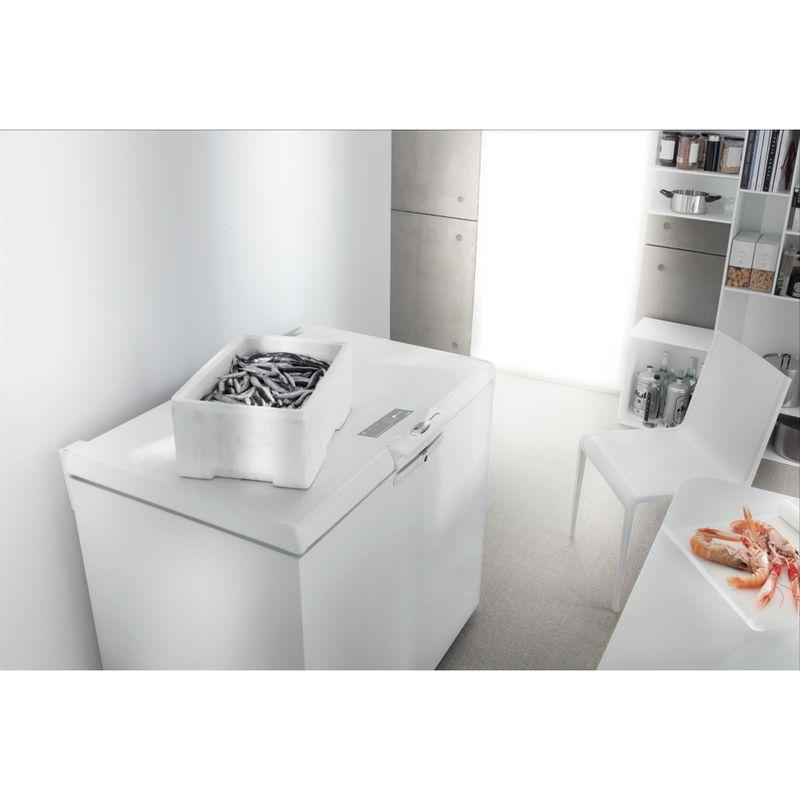 Whirlpool-Congelatore-A-libera-installazione-WH2011-A-E-Bianco-Lifestyle-perspective