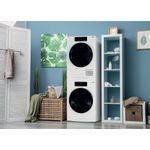 Whirlpool-WASHING-SKD300-Lifestyle-perspective