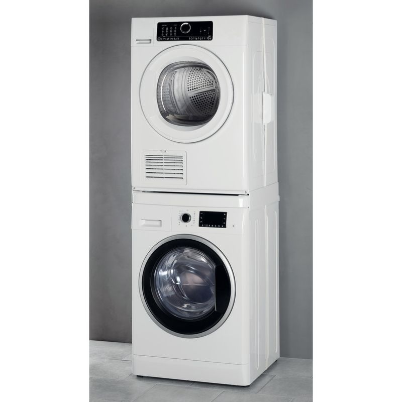 Whirlpool-DRYING-SKS101-Lifestyle-perspective